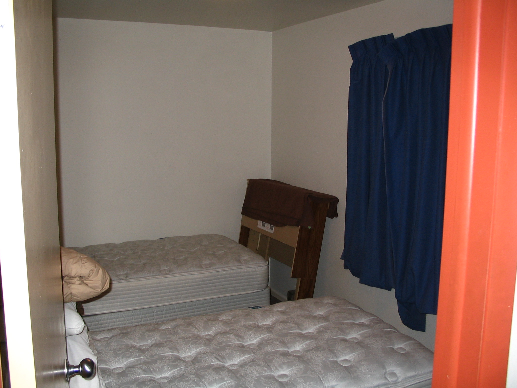 Amazing The Living Facilities Includes Three Dorm Rooms(red, Blue ... Part 10